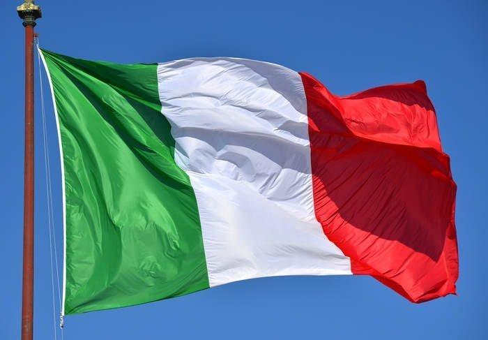 25 aprile: la bandiera italiana  e l'anniversario della liberazione dell'Italia